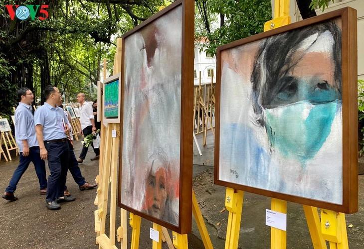 Ausstellung der Bilder der vietnamesischen Maler während der sozialen Distanzierung - ảnh 9