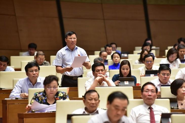 Das Parlament verabschiedet zahlreiche Beschlüsse am letzten Sitzungstag - ảnh 1