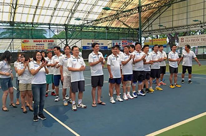 Tennis-Turnier zur Spende für arme Patienten - ảnh 1