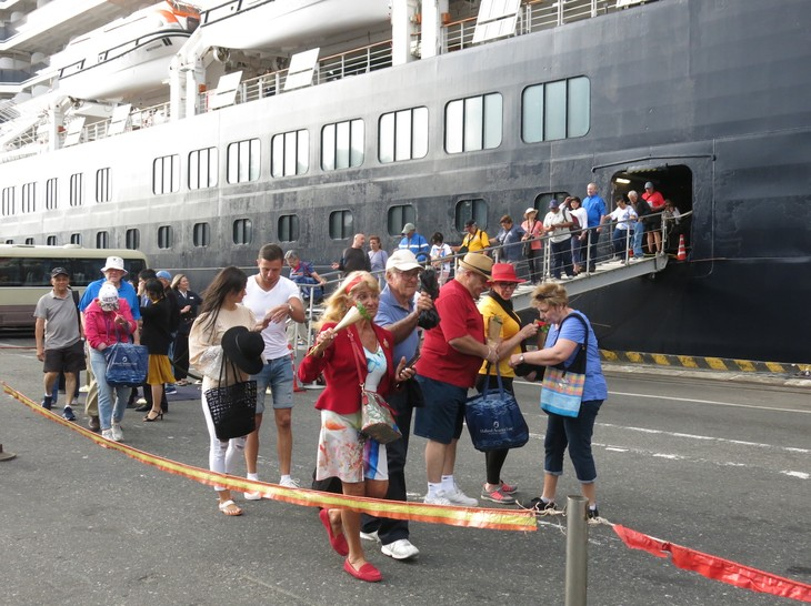 Die Zahl der internationalen Touristen nach Vietnam ist wegen Covid-19-Epidemie gesunken - ảnh 1