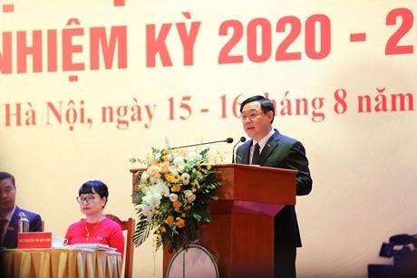 Der Parteisekretär von Hanoi Vuong Dinh Hue nimmt an Parteisitzung der Nationaluniversität Hanoi teil - ảnh 1