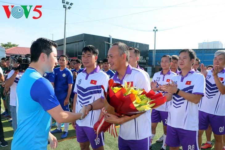 Eröffnung des Fußball-Turniers zum vietnamesischen Nationalfeiertag in Kambodscha - ảnh 3