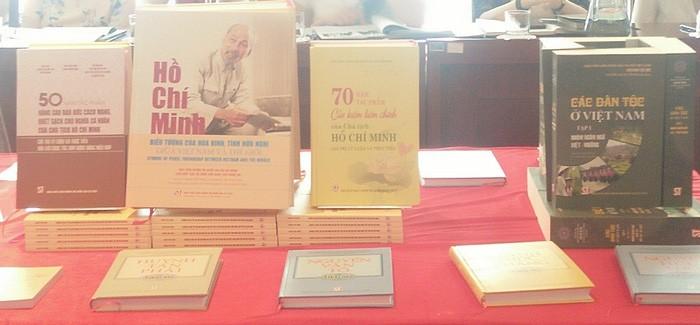 Die Ausgaben über Präsident Ho Chi Minh und den Nationalfeiertag 2.9. - ảnh 2