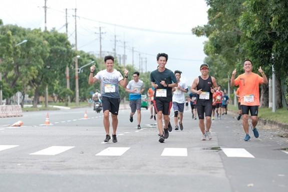Beginn des Laufwettbewerbs für Wohltätigkeit - ảnh 1
