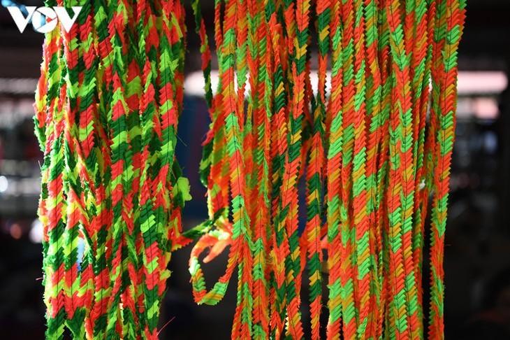 Die Farben des Brokats auf dem Markt Pa Co - ảnh 7
