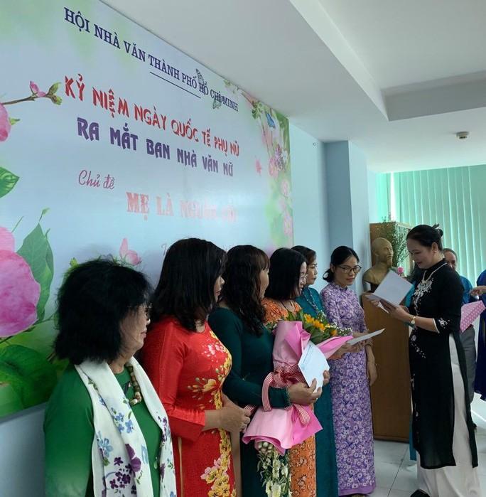 Der Schriftsteller-Verband von Ho-Chi-Minh-Stadt stellt die neue Abteilung der Schriftstellerinnen vor - ảnh 1