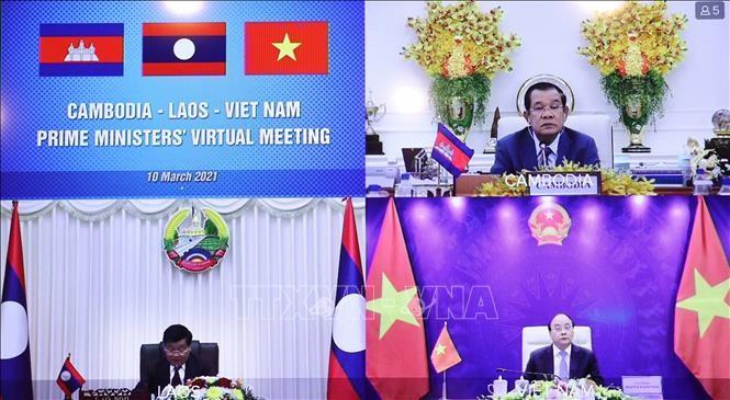 Premierminister Vietnams, Laos und Kambodschas führen virtuelles Dialog - ảnh 1