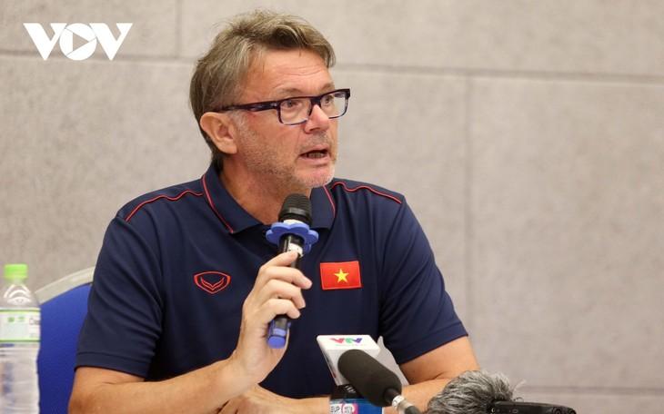 Trainer Troussier wählt 34 Spieler für U19-Fußballmannschaft Vietnams - ảnh 1