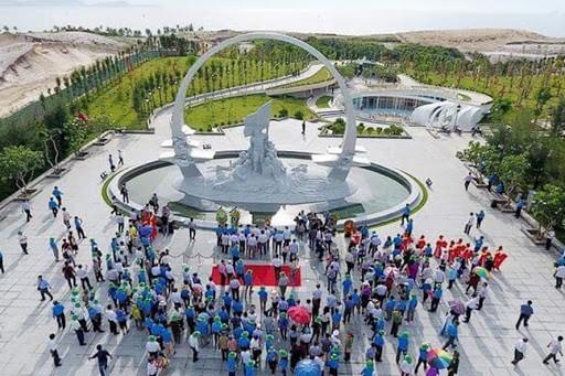 220.000 Touristen besuchen Gedenkstätte der gefallenen Soldaten in Gac Ma - ảnh 1