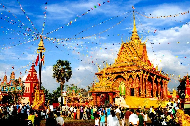 Premierminister beglückwünscht die Volksgruppe der Khmer zum Neujahrsfest Chol-Chnam-Thmay - ảnh 1