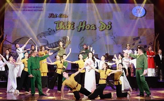 Wiederbelebung der ruhmreichen Geschichte im Kunstprogramm in Hanoi - ảnh 1
