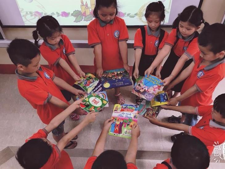 "Projekt ""Fußschritte der Bücher"" motiviert das Leben in den Schulen - ảnh 2"