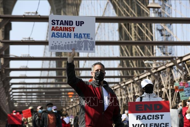 US-Unternehmen sagt 250 Millionen US-Dollar zum Kampf gegen Anti-asiatischen Rassismus zu - ảnh 1