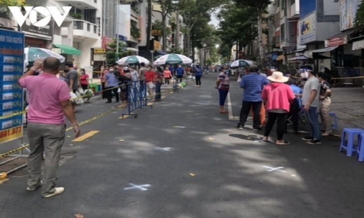 Ho-Chi-Minh-Stadt setzt Produktion und Geschäftsarbeit wieder in Gang - ảnh 1