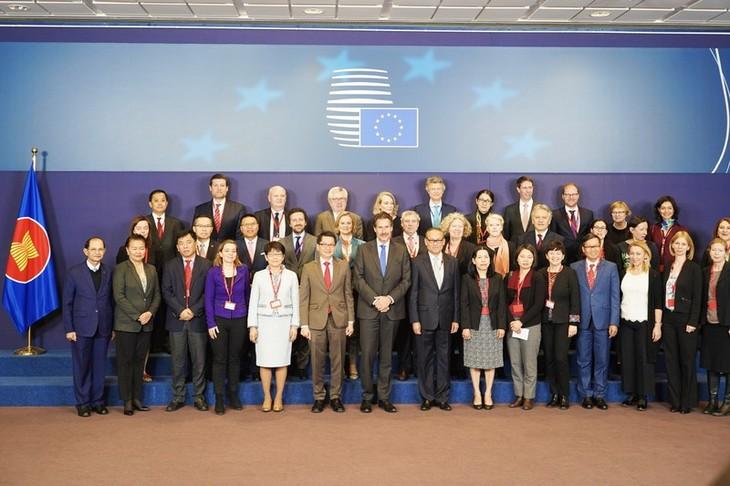 Réunion des hauts responsables des pays ASEAN-UE  - ảnh 1