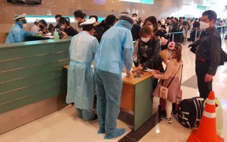 Covid-19: 240 Vietnamiens rapatriés de Singapour - ảnh 1