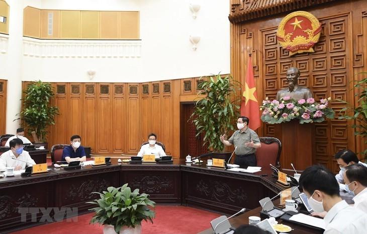 Covid-19: Pham Minh Chinh veut pénaliser les délits d'imprudence sanitaire - ảnh 1