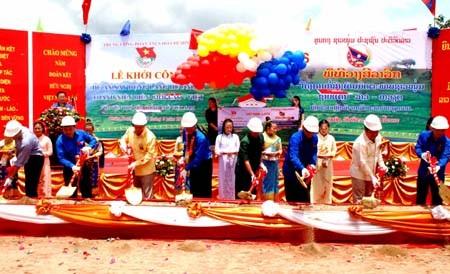 Gặp gỡ Hữu nghị thanh niên Việt Nam - Lào 2012 - ảnh 1