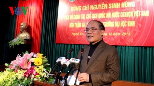 Chủ tịch Quốc hội Nguyễn Sinh Hùng thăm trường Đại học Vinh - ảnh 1