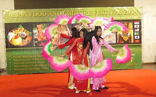 Việt Nam tham gia Festival Văn hóa-Ẩm thực châu Á tại Ucraina 2014  - ảnh 1