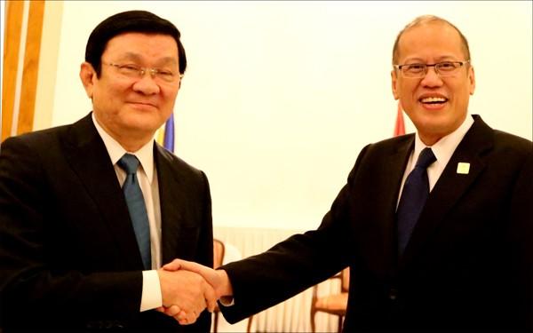 Chủ tịch nước Trương Tấn Sang gặp Tổng thống Philippines Benigno Aquino III bên lề APEC 22 - ảnh 1