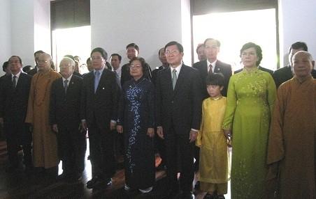 Chủ Tịch nước cùng đoàn kiều bào dâng hương tại đền tưởng niệm các Vua Hùng, thành phố Hồ Chí Minh - ảnh 1