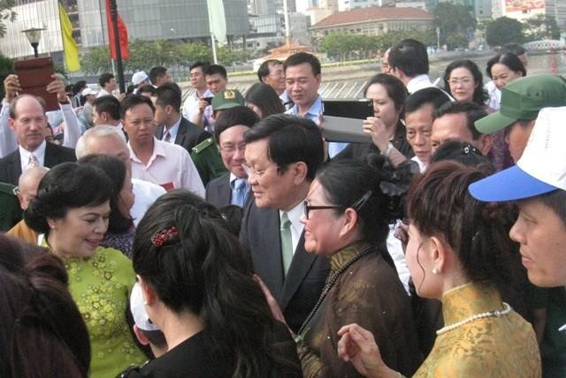 Chủ Tịch nước cùng đoàn kiều bào dâng hương tại đền tưởng niệm các Vua Hùng, thành phố Hồ Chí Minh - ảnh 2