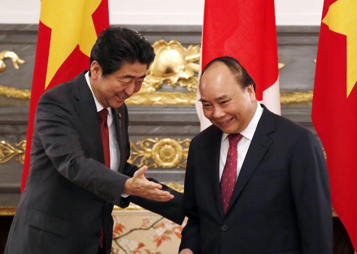 Японские СМИ осветили переговоры между Синдзо Абэ и Нгуен Суан Фуком - ảnh 1
