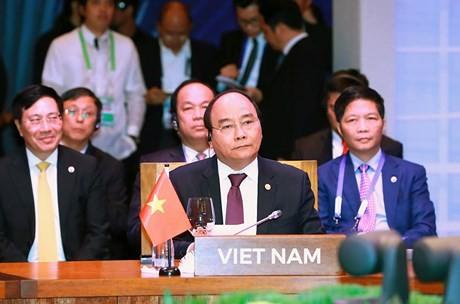 Премьер Вьетнама принял участие в саммитах АСЕАН со странами-партнерами - ảnh 1