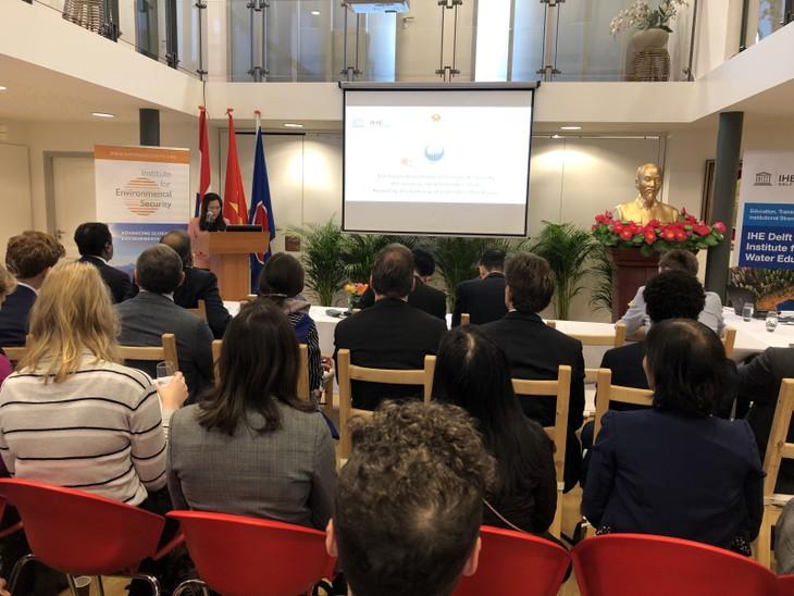 Вьетнам принял участие в 8-м круглом столе по вопросам изменения климата и безопасности - ảnh 1