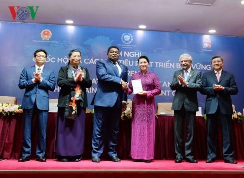 Вьетнам учится международному опыту достижения Целей устойчивого развития - ảnh 1