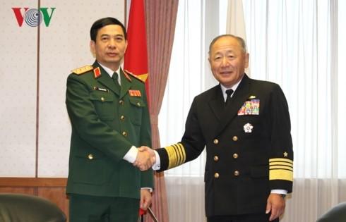 Вьетнам и Япония расширяют сотрудничество в области обороны - ảnh 1