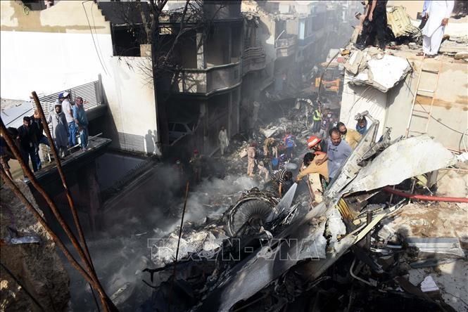 Черные ящики сбитого самолёта в Пакистане были доставлены во Францию - ảnh 1