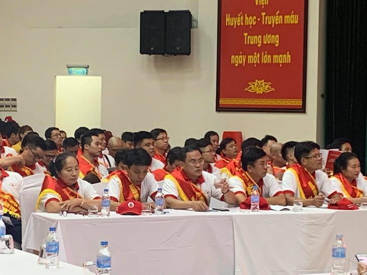 Во Вьетнаме проходят различные мероприятия по чествованию 100 лучших доноров крови Вьетнама - ảnh 1