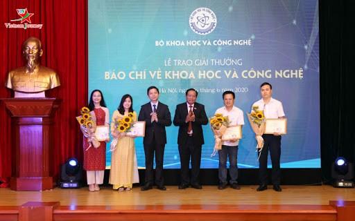 Радио «Голос Вьетнама» получило приз за второе место на конкурсе журналистских работ по научно-технологической теме - ảnh 1