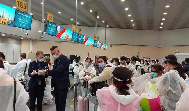COVID -19: 280 вьетнамских граждан были доставлены домой из РФ и Беларуси - ảnh 1