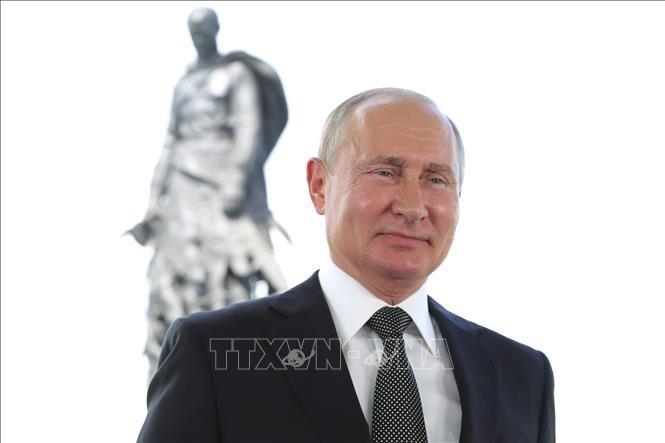 """Путин согласился перенести шествие """"Бессмертного полка"""" на 2021 год - ảnh 1"""