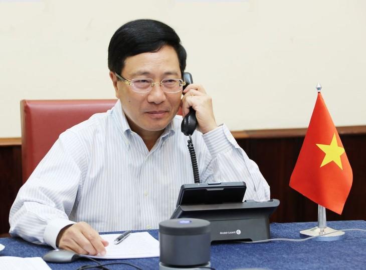 Вице-премьер, глава МИД Вьетнама Фам Бинь Минь провёл телефонный разговор с госсекретарём США Майком Помпео - ảnh 1