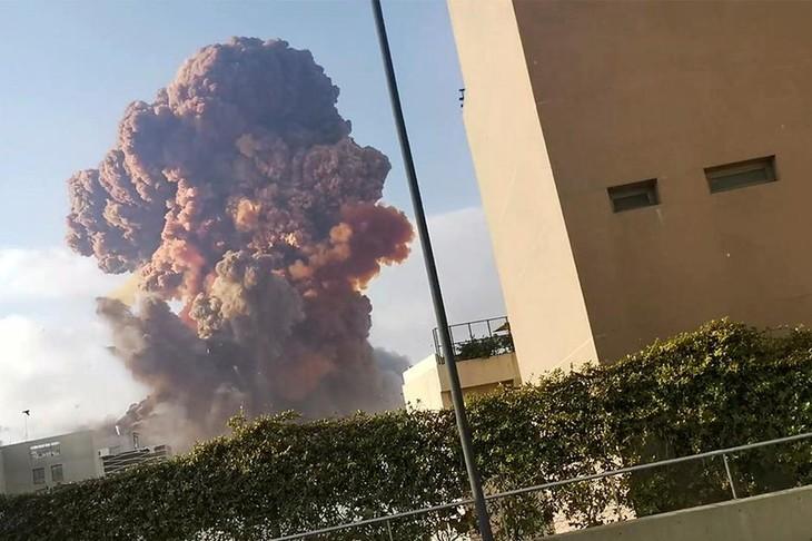 В Ливане объявлен трехдневный траур по жертвам мощного взрыва в Бейруте - ảnh 1