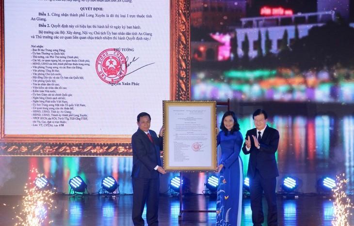 Лонгсуен был признан городом 1-ой категории - ảnh 1