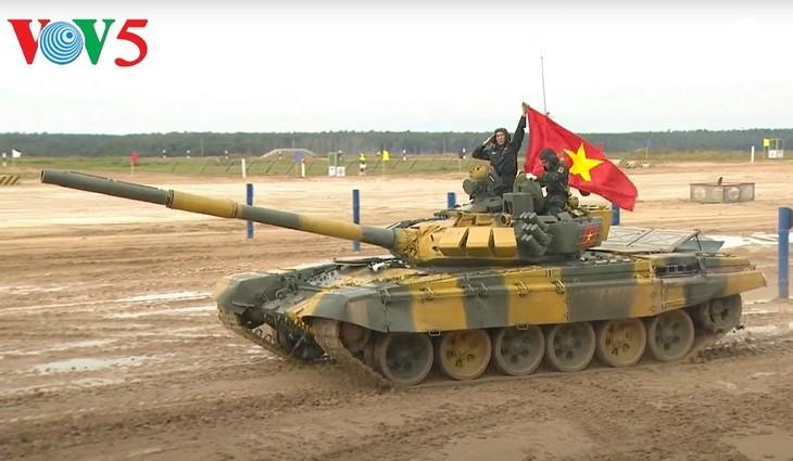 Команда Вьетнама провела первые заезды на танковом биатлоне «АрМИ-2020» - ảnh 1