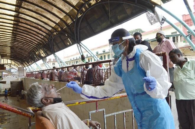 В мире коронавирусом заразились около 27,3 млн человек - ảnh 1