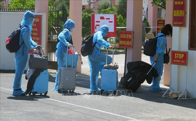 Более 300 граждан Вьетнама после возвращения из России были отправлены в провинцию Фуиен на карантин  - ảnh 1
