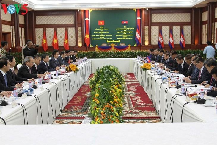 Menteri Keamanan Publik Vietnam, To Lam melakukan kunjungan kerja di Kamboja - ảnh 1