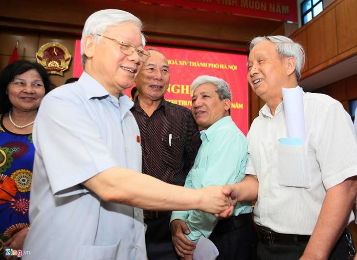 Sekjen KS PKV Nguyen Phu Trong melakukan kontak dengan para pemilih Kota Hanoi - ảnh 1