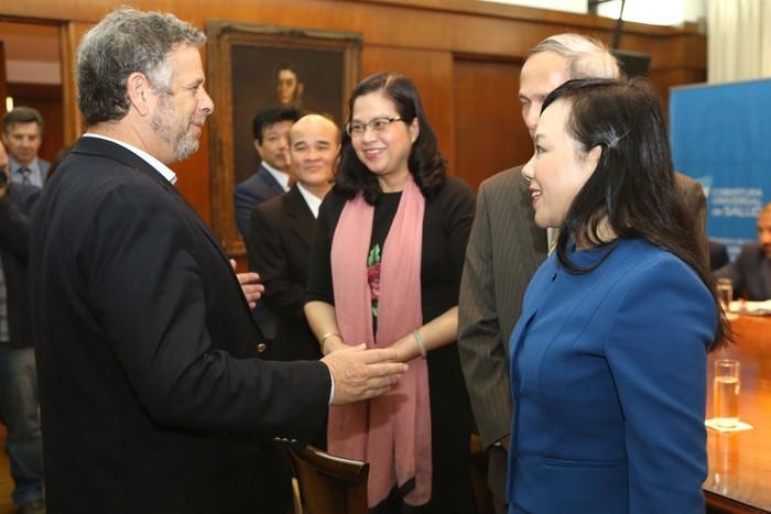Vietnam dan Argentina mendorong hubungan di bidang kesehatan - ảnh 1