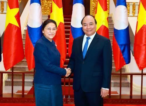 Mempererat hubungan kerjasama  antara Partai, Pemerintah dan Parlemen dua negara Vietnam-Laos - ảnh 1