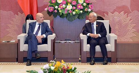 Wakil Ketua MN Viet Nam, Uong Chu Luu, menerima Kelompok Legislator Persahabatan Belgia-Viet Nam - ảnh 1