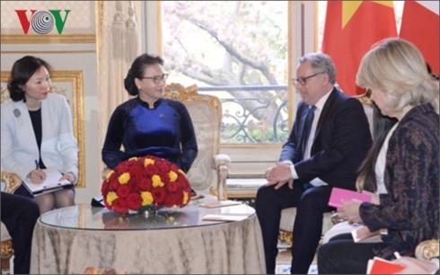Ketua MN Vietnam, Nguyen Thi Kim Ngan mengunjungi dan melakukan temu kerja dengan Parlemen Eropa: Tukar-menukar pengalaman dalam pekerjaan legislasi - ảnh 1