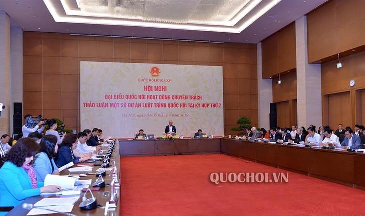 Konferensi Anggota penuh waktu MN Vietnam membahas UU mengenai Pendidikan (amandemen) - ảnh 1